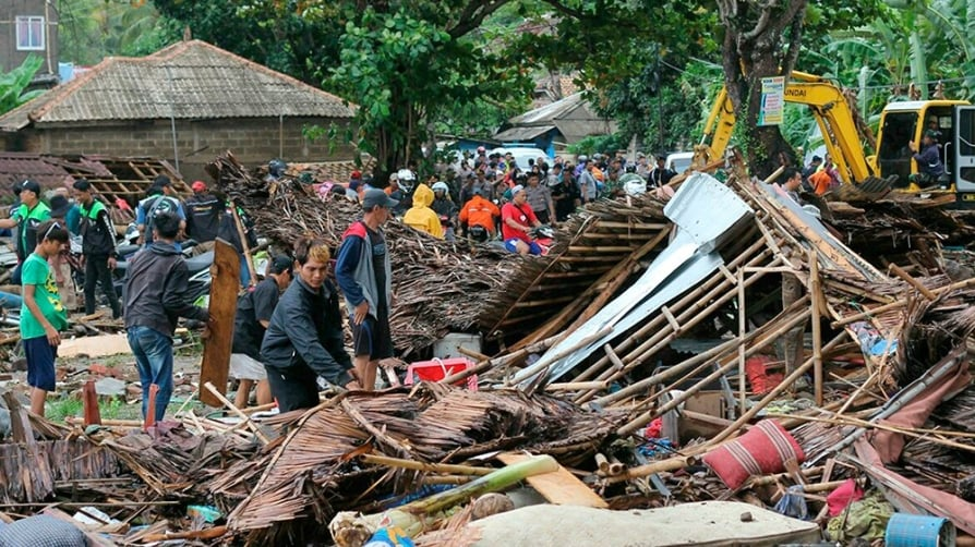 Indonesia tsunami: 222 dead and 'many missing