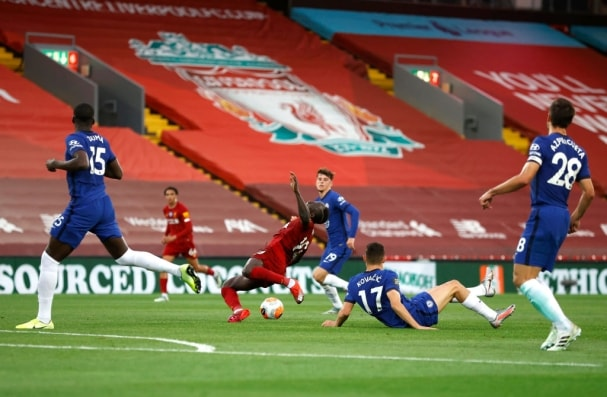 Liverpool beat Chelsea in eight goal thriller before trophy party